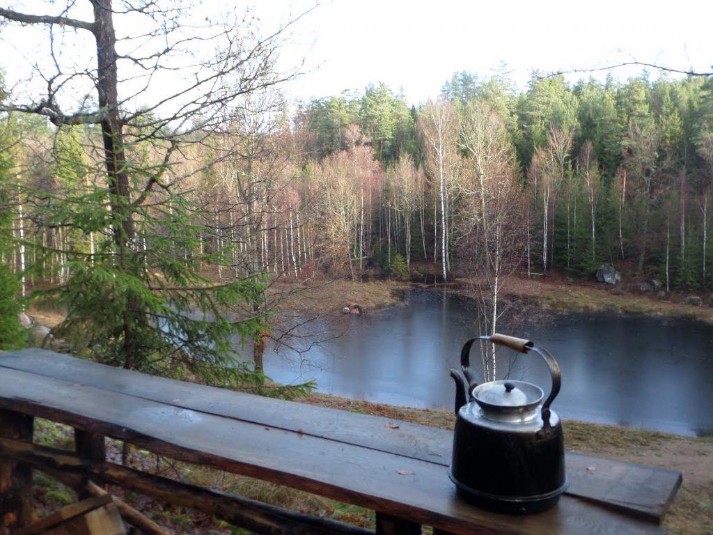 Bada, grilla och ta en roddtur i en liten sjö