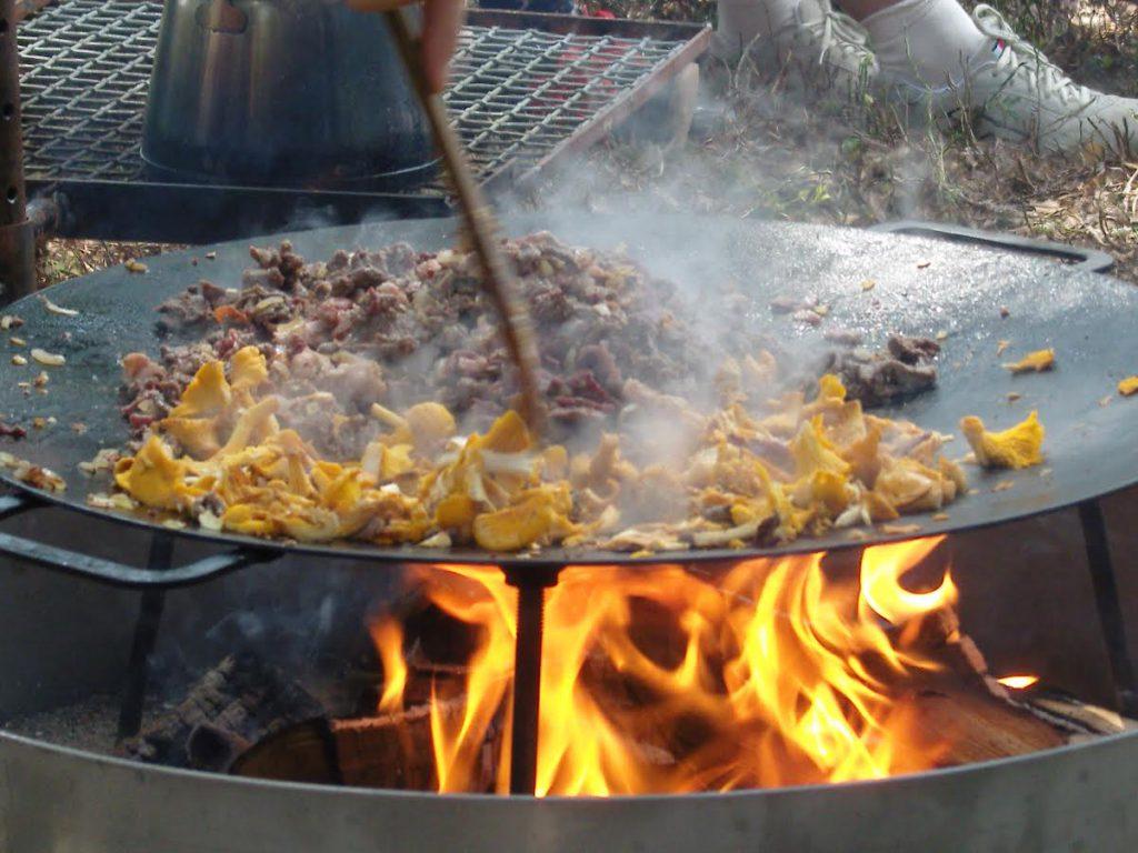 Laga till en härlig trerätters middag över öppen eld