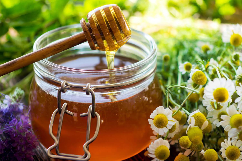 Här finns även honung till salu