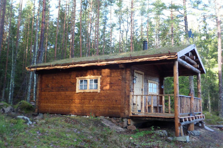 Mysig skogsstuga på Branta Berg
